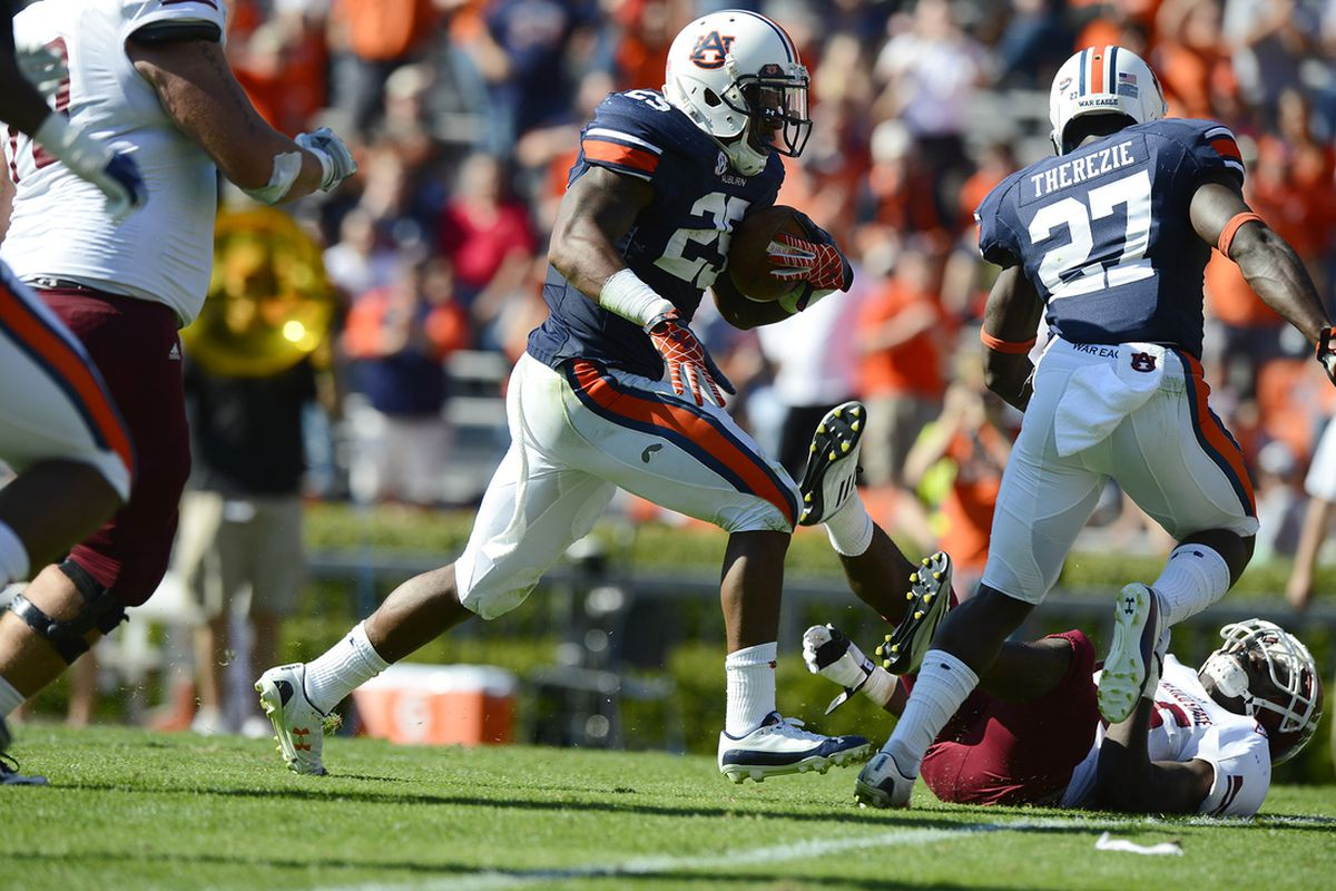Auburn's Daren Bates returns a fumble for a touchdown during Auburn's 42-7 win over New Mexico State on Saturday, Nov. 3, 2012.