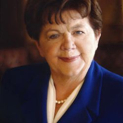 Olene S. Walker, first woman and 15th governor of the State of Utah.  2003 - 2005 .