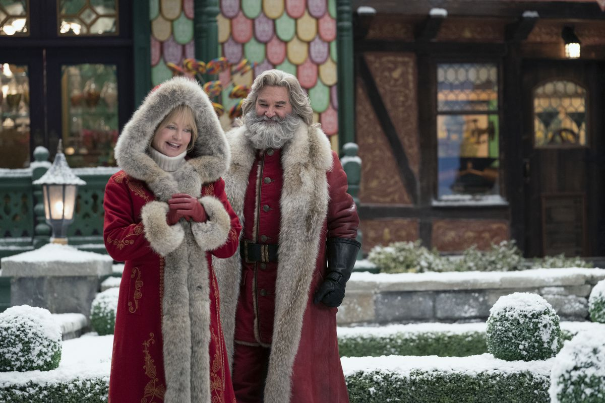 Mr. and Mrs. Claus (Kurt Russell and Goldie Hawn) in their furriest winter wear