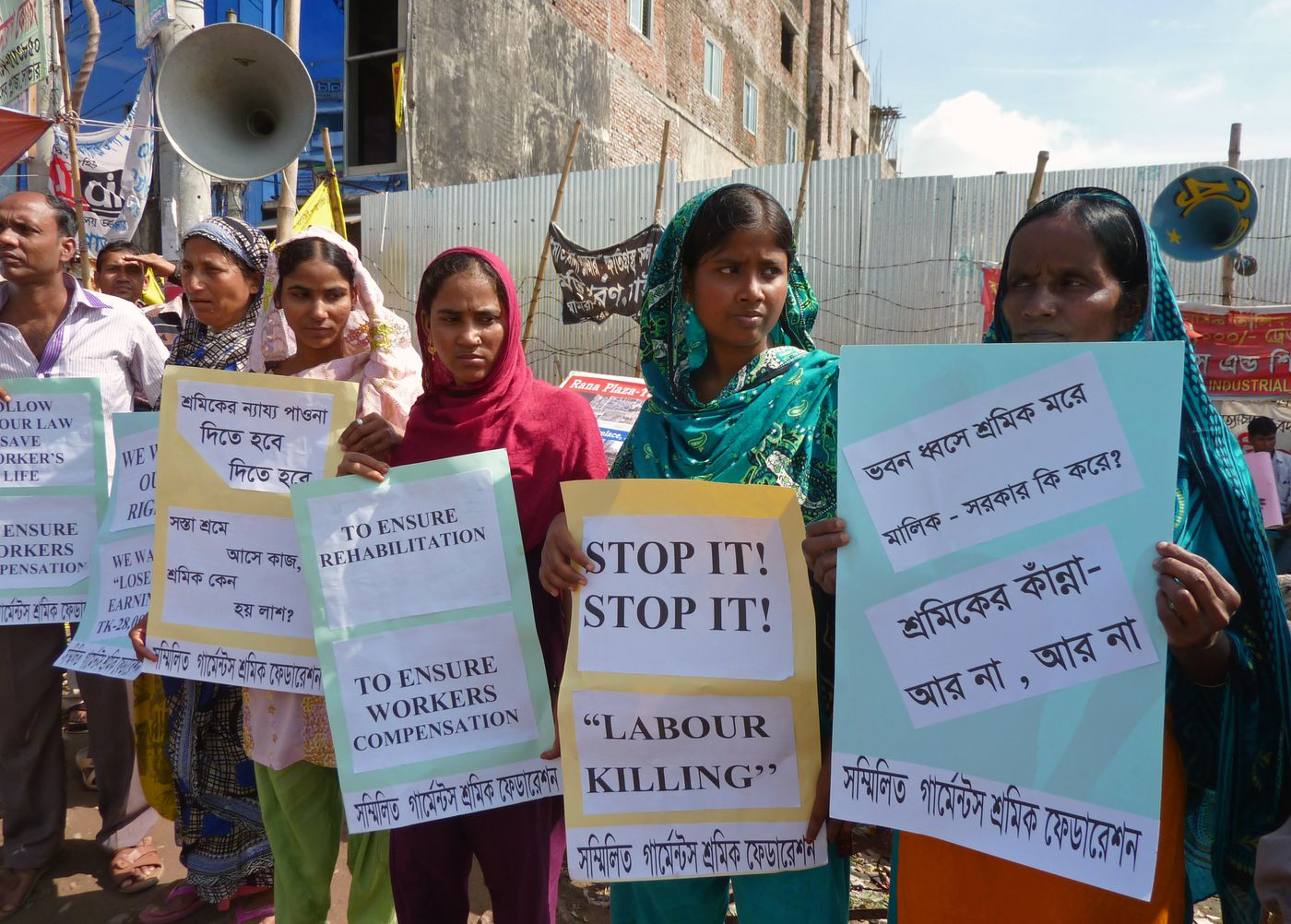 desastre Prisionero de guerra hipoteca  5 Years After the Bangladesh Factory Collapse, Are Workers Safer? - Racked