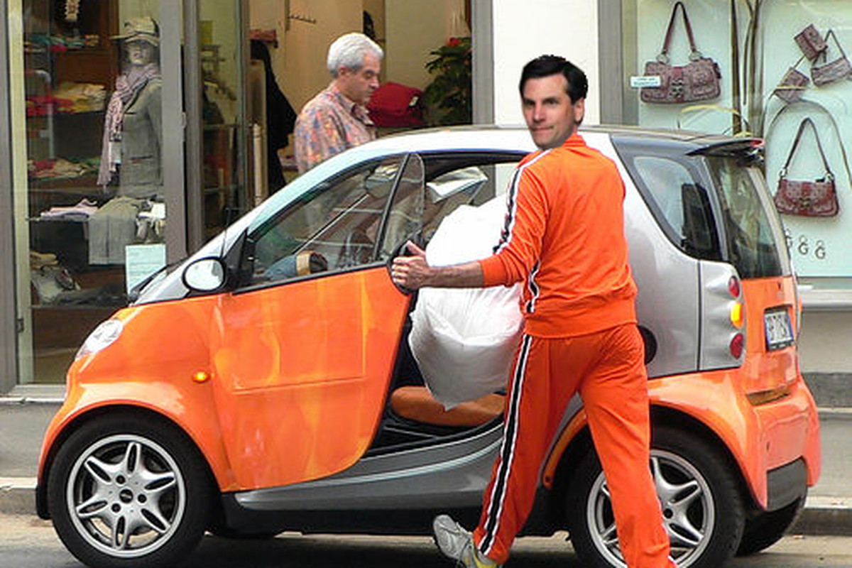 First the Orange Pants and now this... Someone please set up an Intervention!