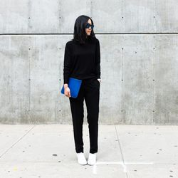 """Ann of <a href=""""http://www.andyheart.com""""target=""""_blank"""">Andy Heart</a> is wearing an <a href=""""https://www.everlane.com/collections/womens-newest-arrivals/products/womens-long-sleeve-luxe-wool-black?clickId=1046264813&utm_medium=aff&utm_source=rewardstyle"""