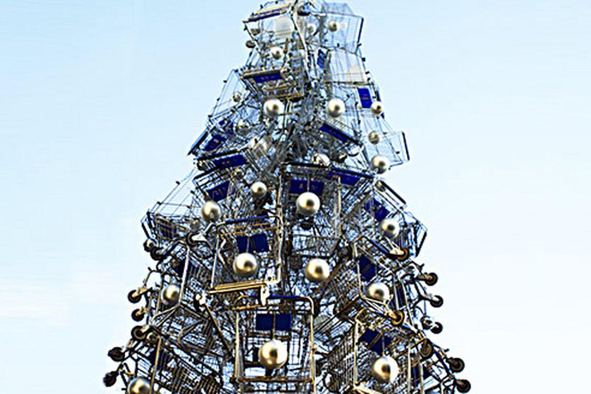 """Christmas tree made of shopping carts via <a href=""""http://inhabitat.com/towering-christmas-tree-made-of-86-shopping-carts/shopping-cart-holiday-tree-5/?extend=1"""">Inhabitat</a>"""