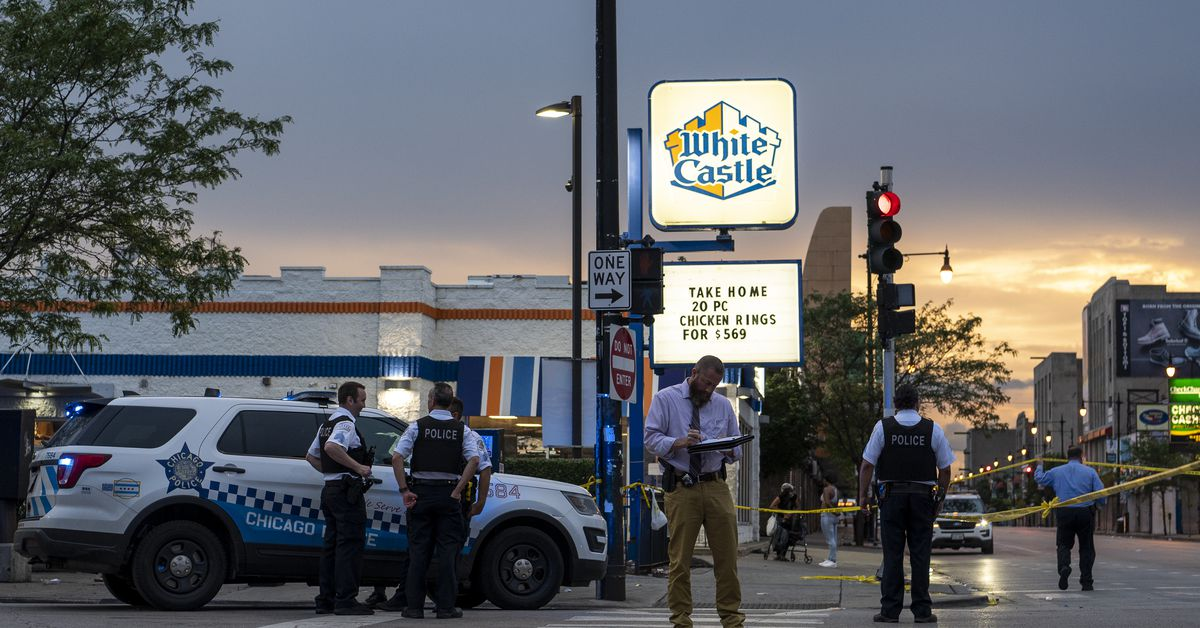 14-year-old boy among 3 shot in East Garfield Park