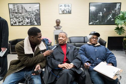 WGN Radio reporter Dometi Pongo interviews Royal Mickey Warren who is heading down to Memphis by bus. | Max Herman/For the Sun-Times