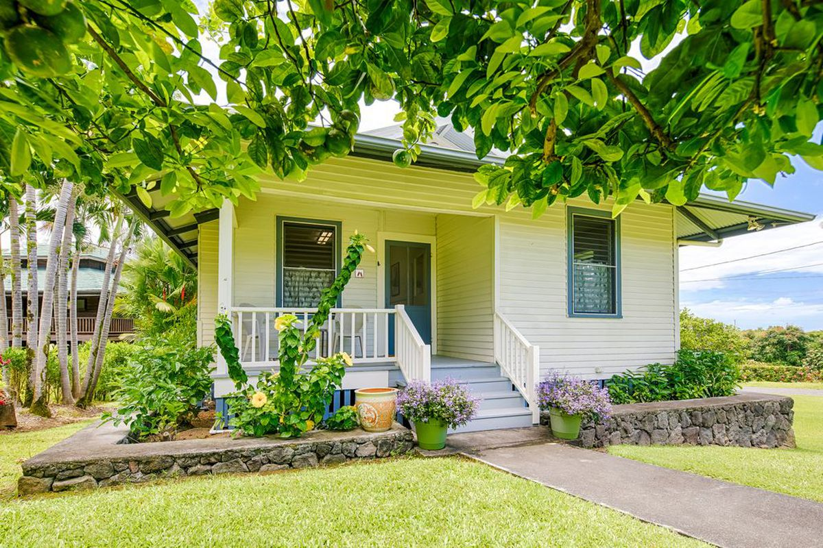 Adorable Hawaiian Bungalow Offers Slice Of Paradise For Just 419k