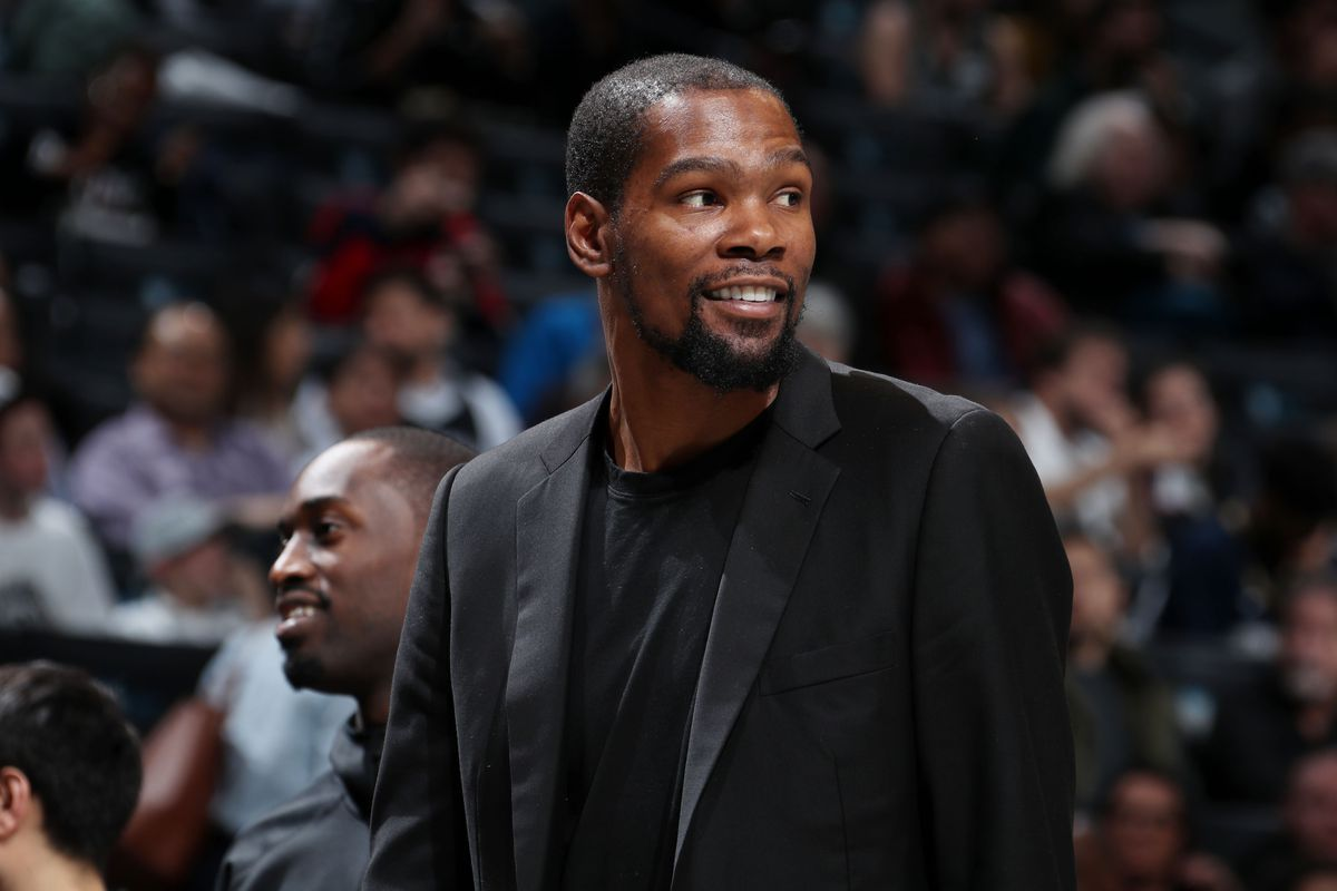 When Kevin Durant shoots around, his teammates pay attention ... a lot of attention