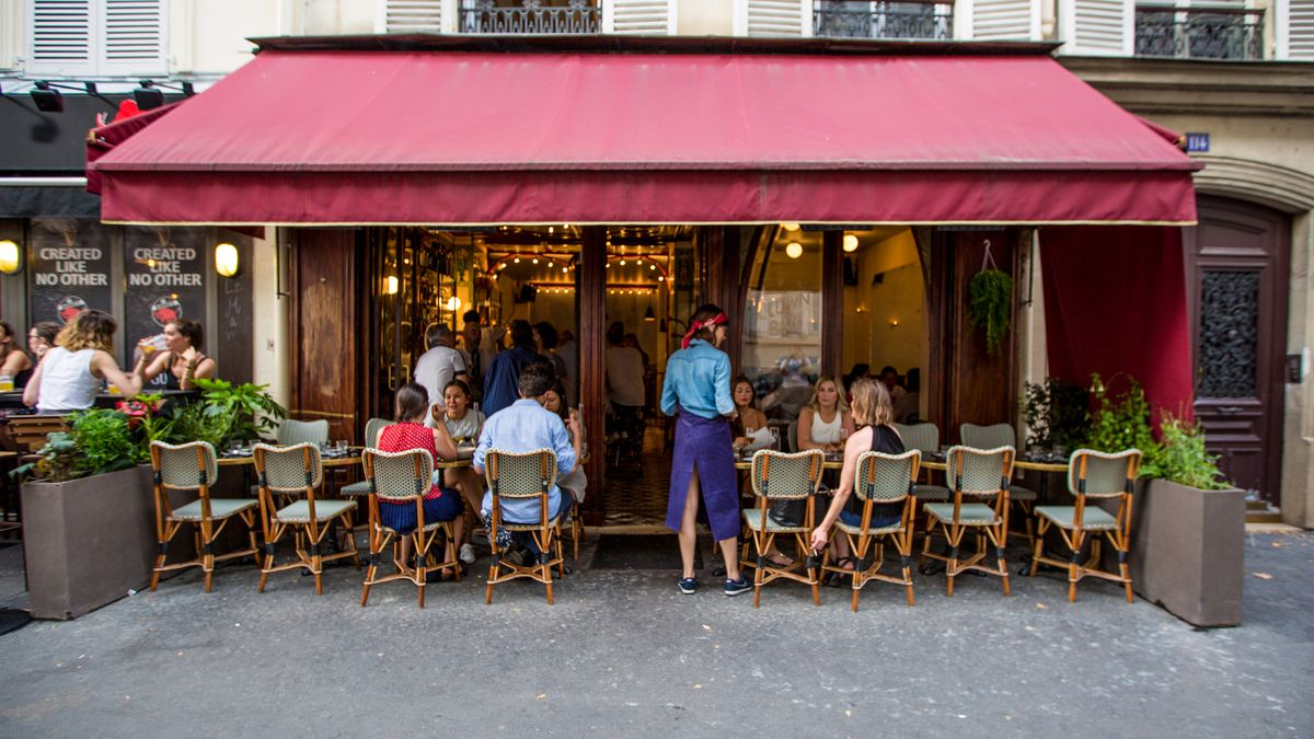 clown bar is the most thrilling restaurant in paris eater. Black Bedroom Furniture Sets. Home Design Ideas