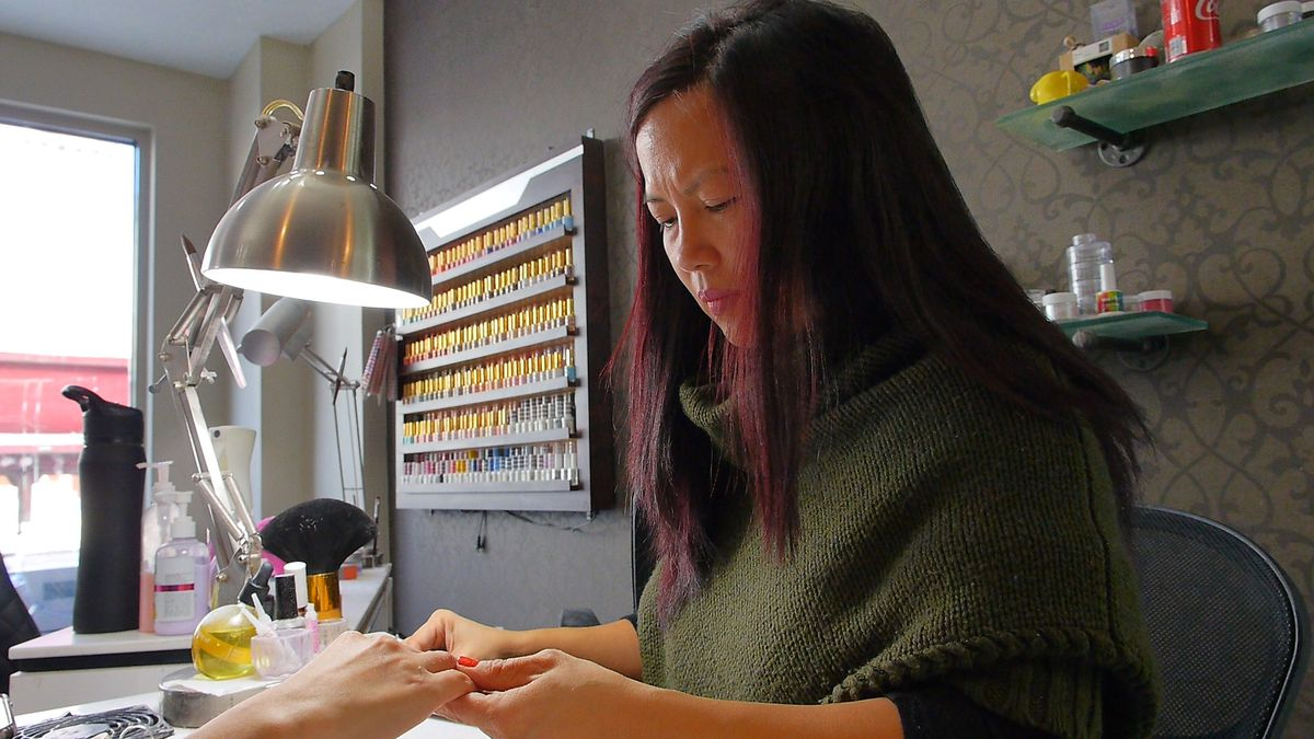 Jacquelin Van, owner of Fantasy nails, paints the Chicago Skyline on a customer's nails on Sept. 28, 2018. | Eliza Davidson/Sun-Times