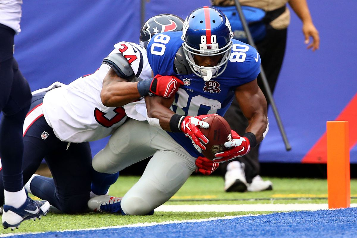 Victor Cruz scores a touchdown on Sunday
