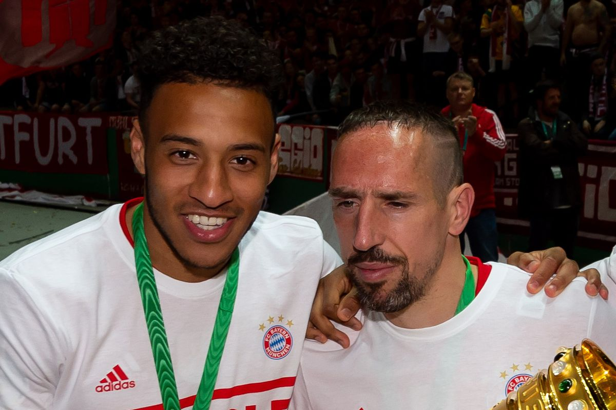 BERLIN, GERMANY - MAY 25: Corentin Tolisso of FC Bayern Muenchen, Franck Ribery of FC Bayern Muenchen and Kingsley Coman of FC Bayern Muenchen celebrates with the DFB Cup after winning the DFB Cup final between RB Leipzig and Bayern Muenchen at Olympiastadion on May 25, 2019 in Berlin, Germany.