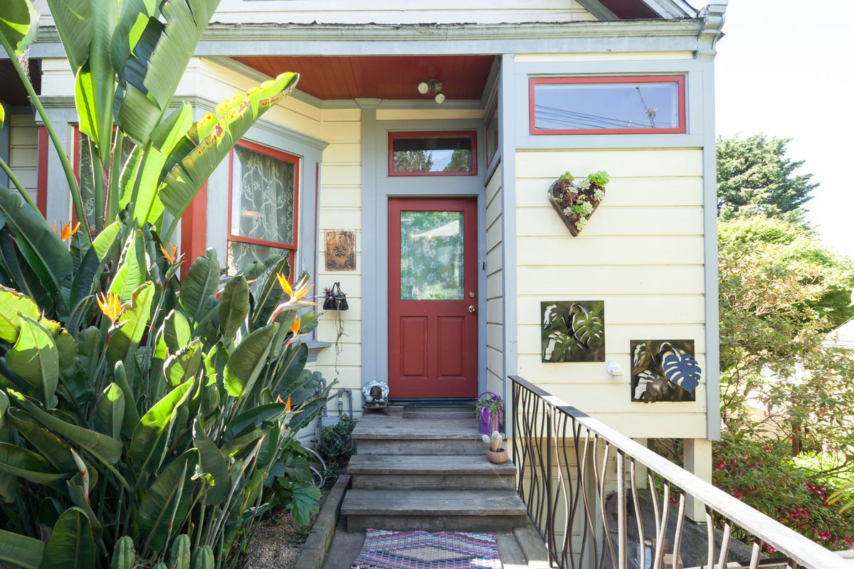 The exterior of a Bernal Heights cottage has a heart-shaped vertical planter near the front door.