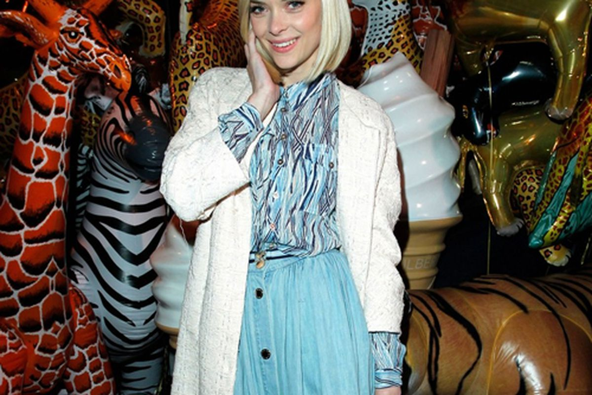 """Photo via <a href=""""http://justjared.buzznet.com/photo-gallery/2608348/jaime-king-lana-del-rey-mulberry-05/"""">Just Jared</a>"""