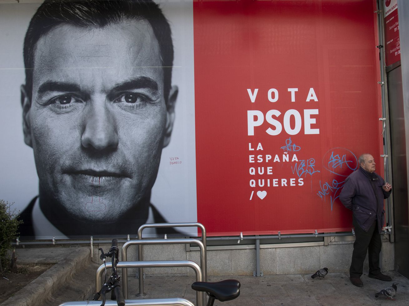 A campaign poster for Pedro Sánchez, leader of PSOE and current prime minister.