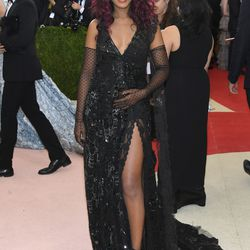 Kerry Washington wears a Marc Jacobs gown.