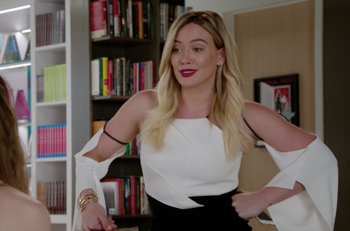 What Is Going On With Hilary Duff's Shirts on 'Younger ...
