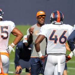 Broncos rookie OLBs Bradley Chubb (55) and Jeff Holland listen as former Bronco, now Pass Rush Consultant DeMarcus Ware, gives instruction.