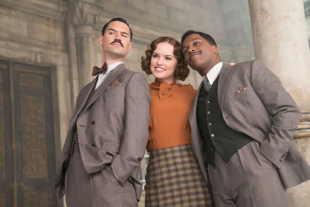 Manuel Garcia-Rulfo as Biniamino Marquez, Daisy Ridley as Mary Debenham, and Leslie Odom Jr. as Dr. Arbuthnot in Murder on the Orient Express.