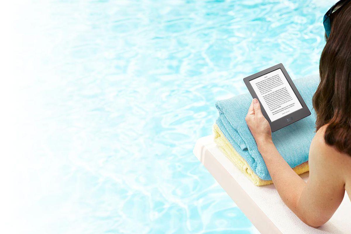 Kobo\'s waterproof e-reader brings ebooks to your bathtub - The Verge