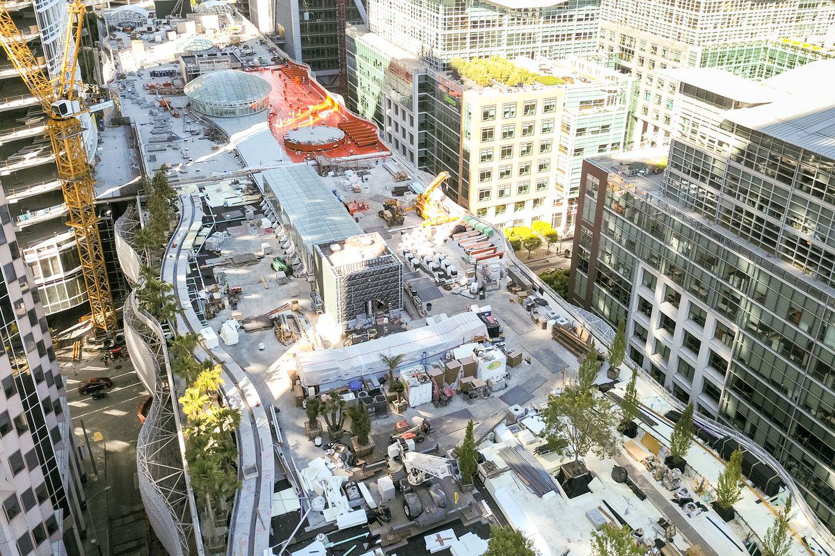 aerial shot of the transbay tranist center.