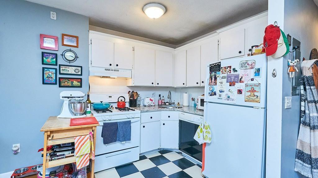 An open kitchen in a corner.