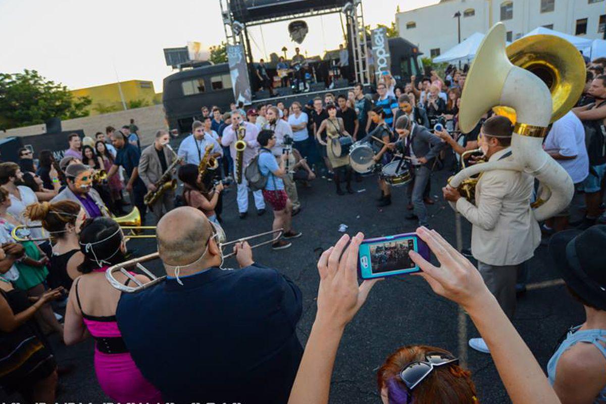 "Image via Echo Park Rising/<a href=""https://www.facebook.com/echoparkrising/photos/pb.255934701096688.-2207520000.1408055309./748817285141758/?type=3&amp;theater"">Facebook</a>"
