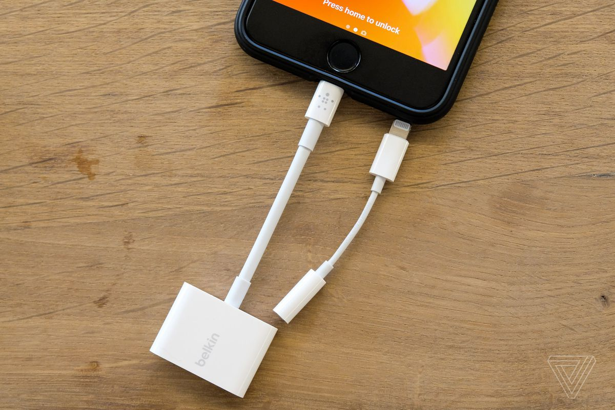 Can T Charge And Listen To Iphone