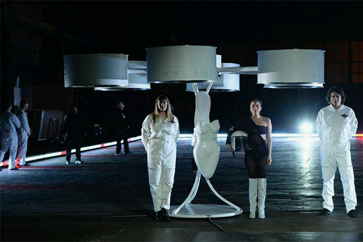 Lady Gaga flying dress (NanyGagaloo)