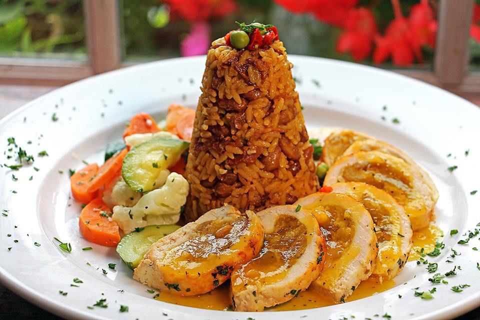 Pechuga de pollo at Banana Cafe [Photo: Facebook]