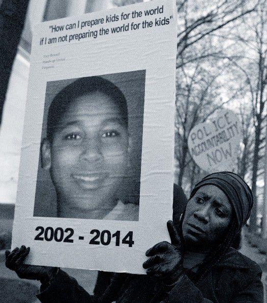 A protester holds up a sign honoring Tamir in Washington, D.C., on December 1, 2014. (APImages)