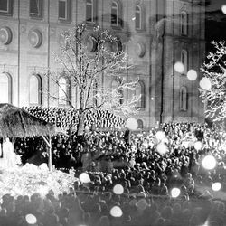 Crowds listen to the Mormon Tabernacle Choir at the first Temple Square lighting ceremony on Dec. 18, 1965.