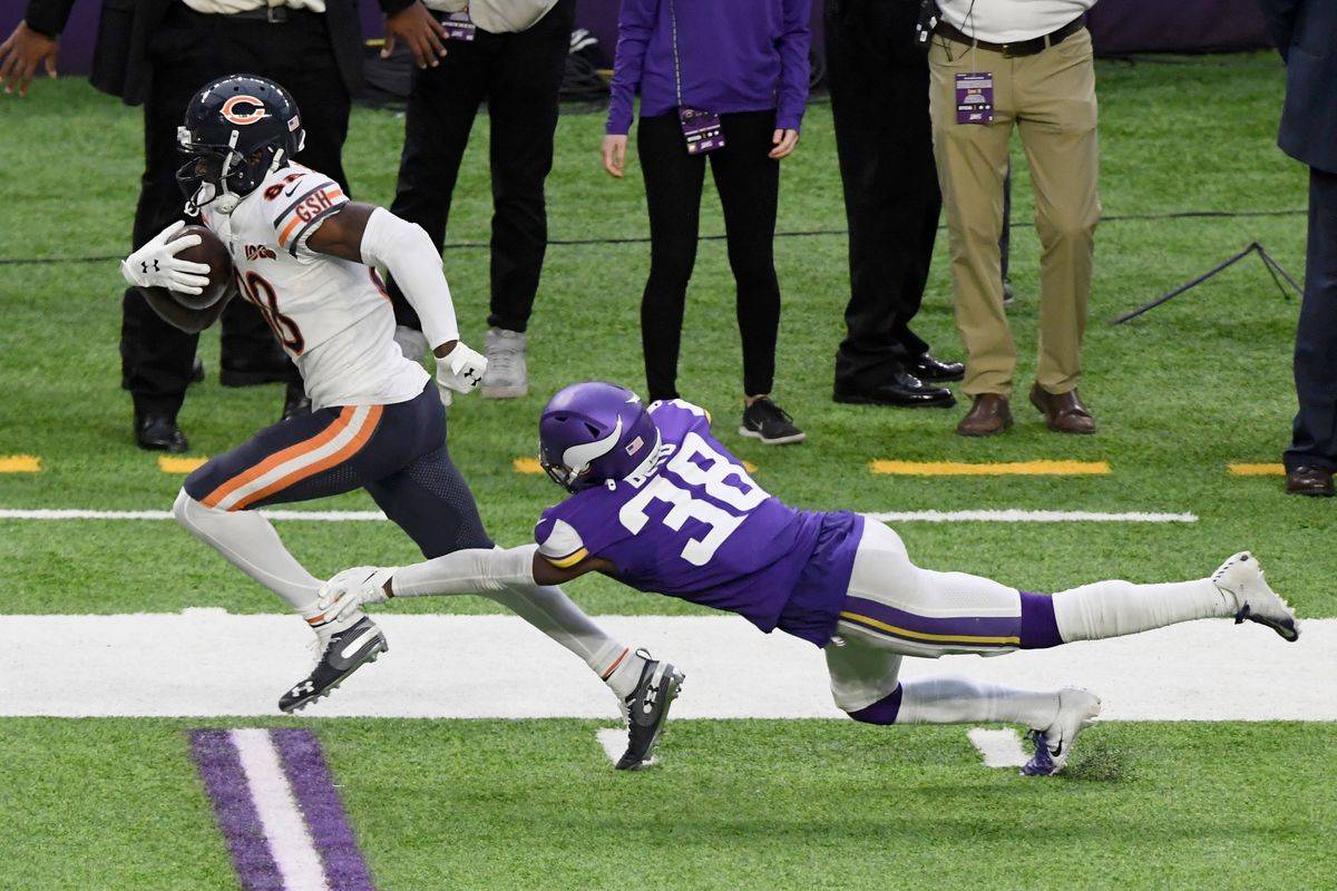Riley Ridley catches a fourth-down pass in the Bears' season finale.