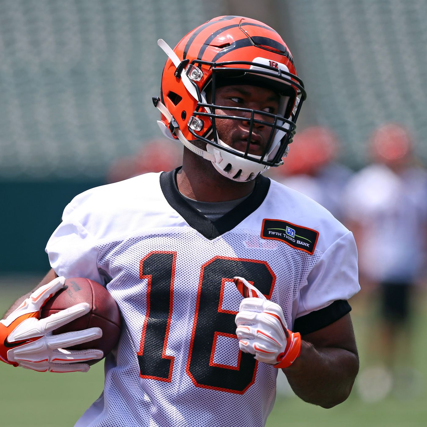Cody Core leaves Bengals practice with hand injury - Cincy Jungle