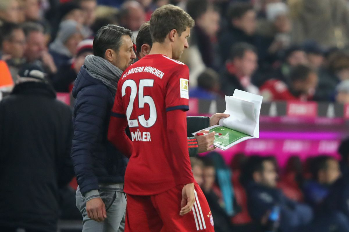 MUNICH, GERMANY - NOVEMBER 03: Niko Kovac, head coach of Bayern Muenchen talks to his palyer Thomas Mueller prior his substitution during the Bundesliga match between FC Bayern Muenchen and Sport-Club Freiburg at Allianz Arena on November 3, 2018 in Munich, Germany.