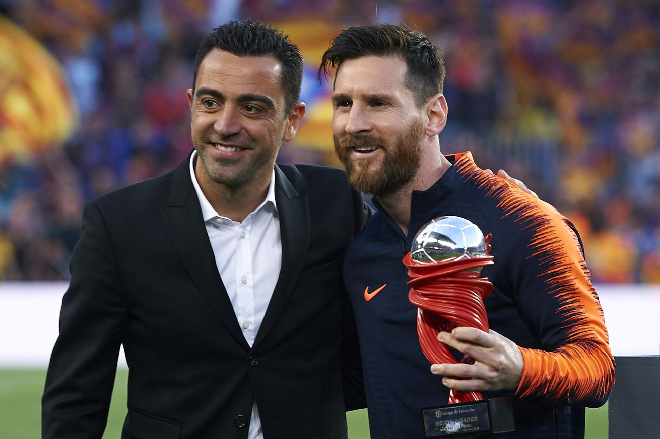 Xavi explains why he rates Messi above Ronaldinho