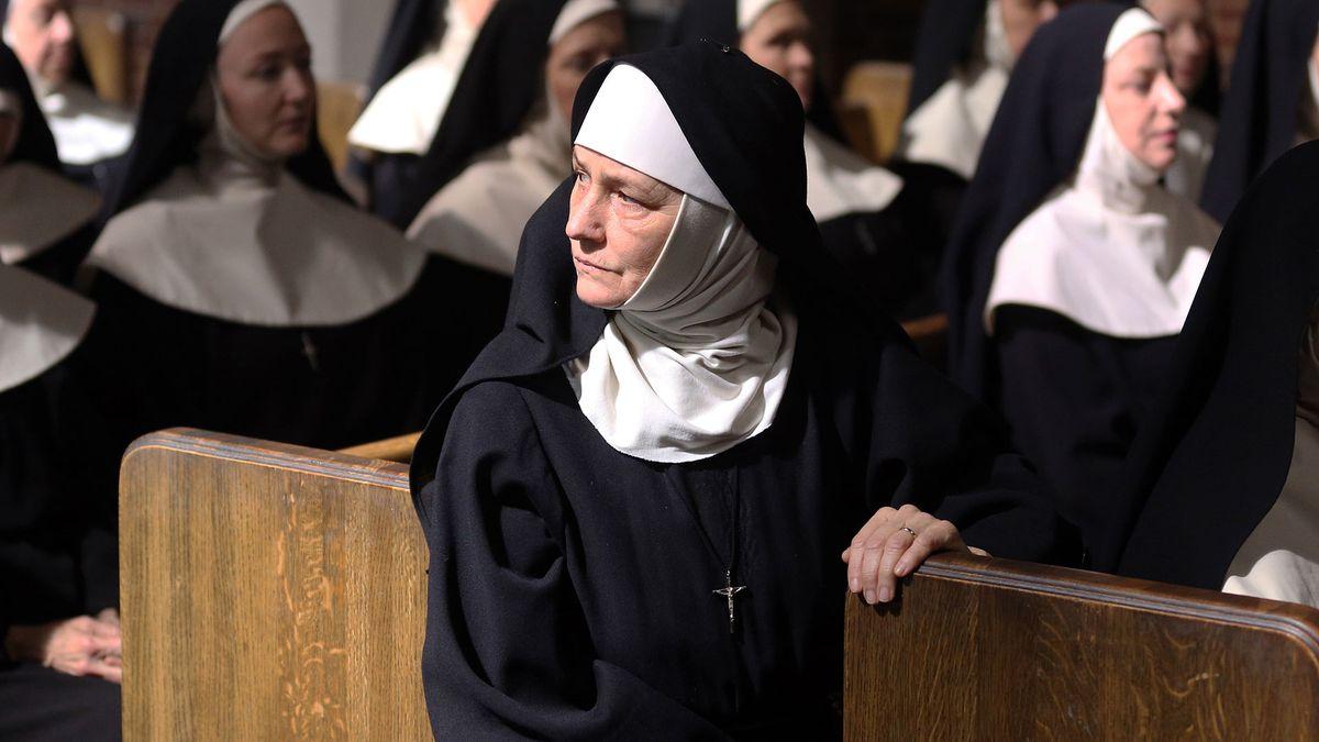 Melissa Leo in Novitiate