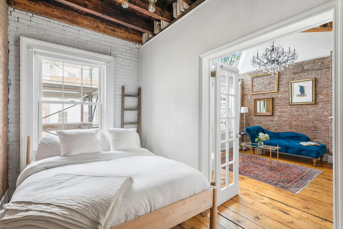 In The East Village A Boho Chic 1br With A Roof Deck