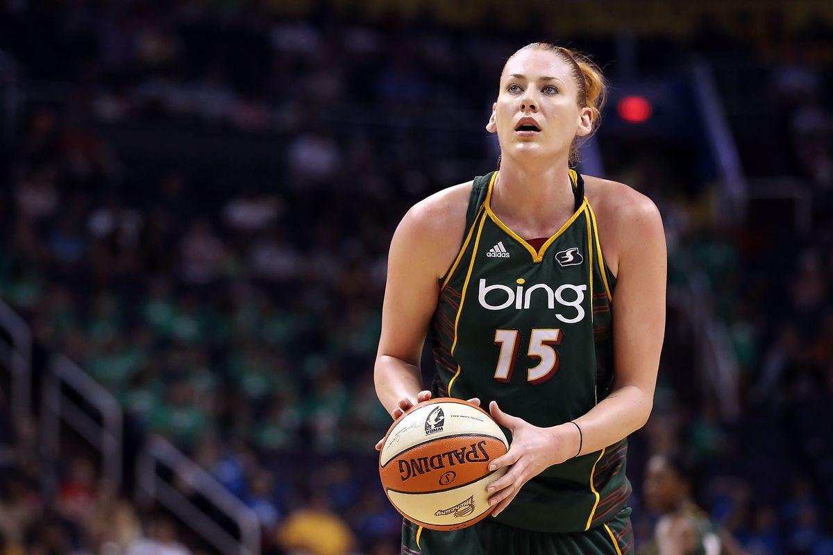 WNBA legend Lauren Jackson announces her retirement