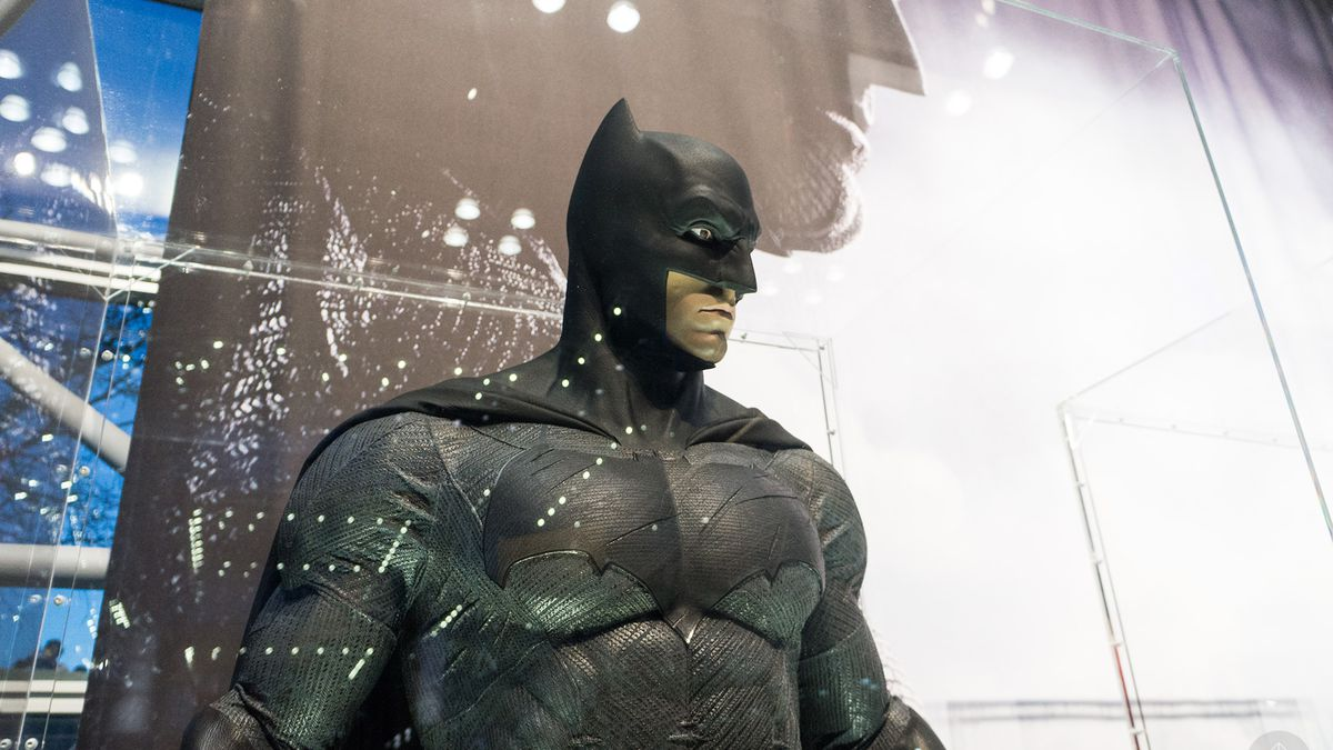 e92ad2b2b6ce Get up close and personal with Batman v Superman costumes at NYCC ...