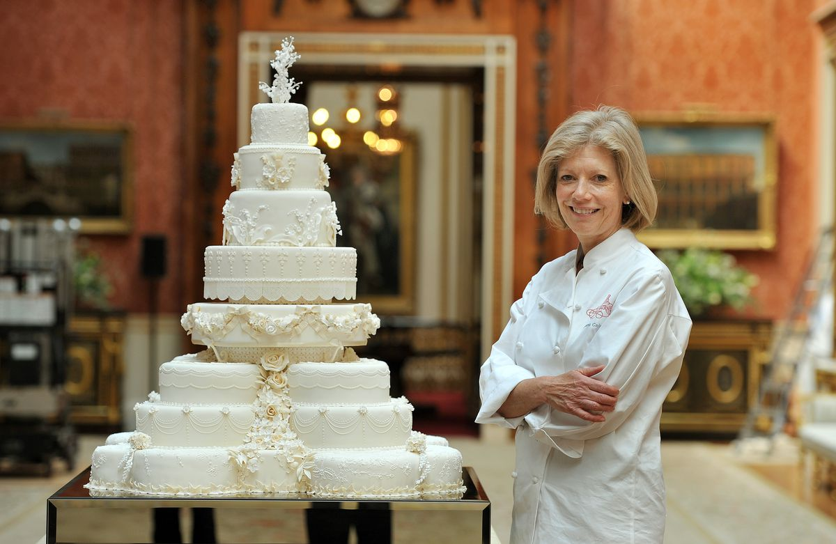Fiona Cairns with the wedding cake of Prince William