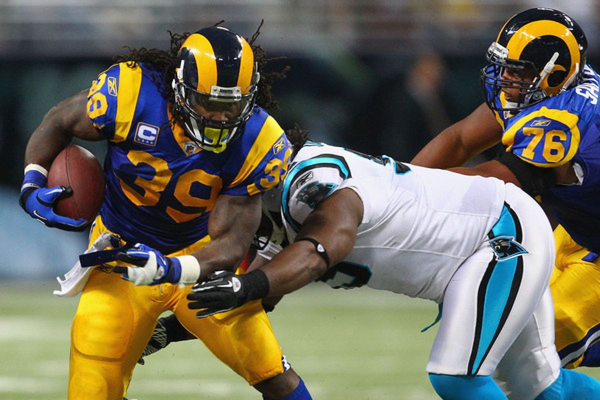 ST. LOUIS - OCTOBER 31: Steven Jackson helped the Rams win, a few days out of surgery on his ring finger, despite only having use of one hand. He's one player who is going to enjoy the bye week. (Photo by Dilip Vishwanat/Getty Images)