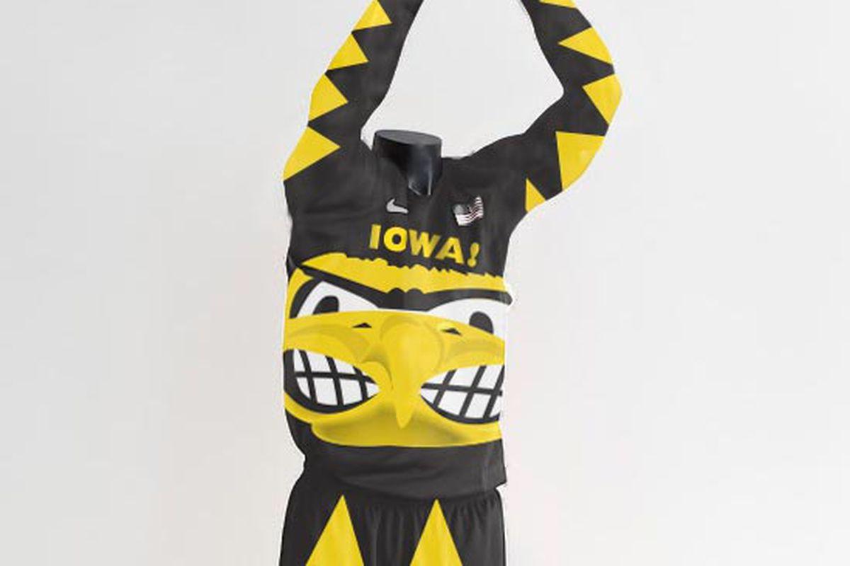 """The uniform that screams """"Caw caw!"""""""