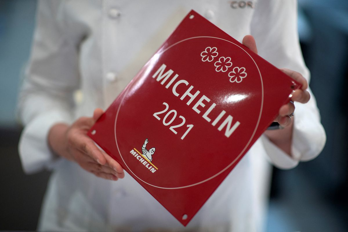 Britain's newest winner of three Michelin stars, Clare Smyth poses for a portrait at her restaurant in west London on May 13, 2021. - During lockdown, British chef Clare Smyth won the ultimate accolade of three Michelin stars for her London restaurant and she is optimistic for the sector despite the current challenges. The 42-year-old from Northern Ireland in January 2021, became the first British woman chef to be awarded three Michelin stars.