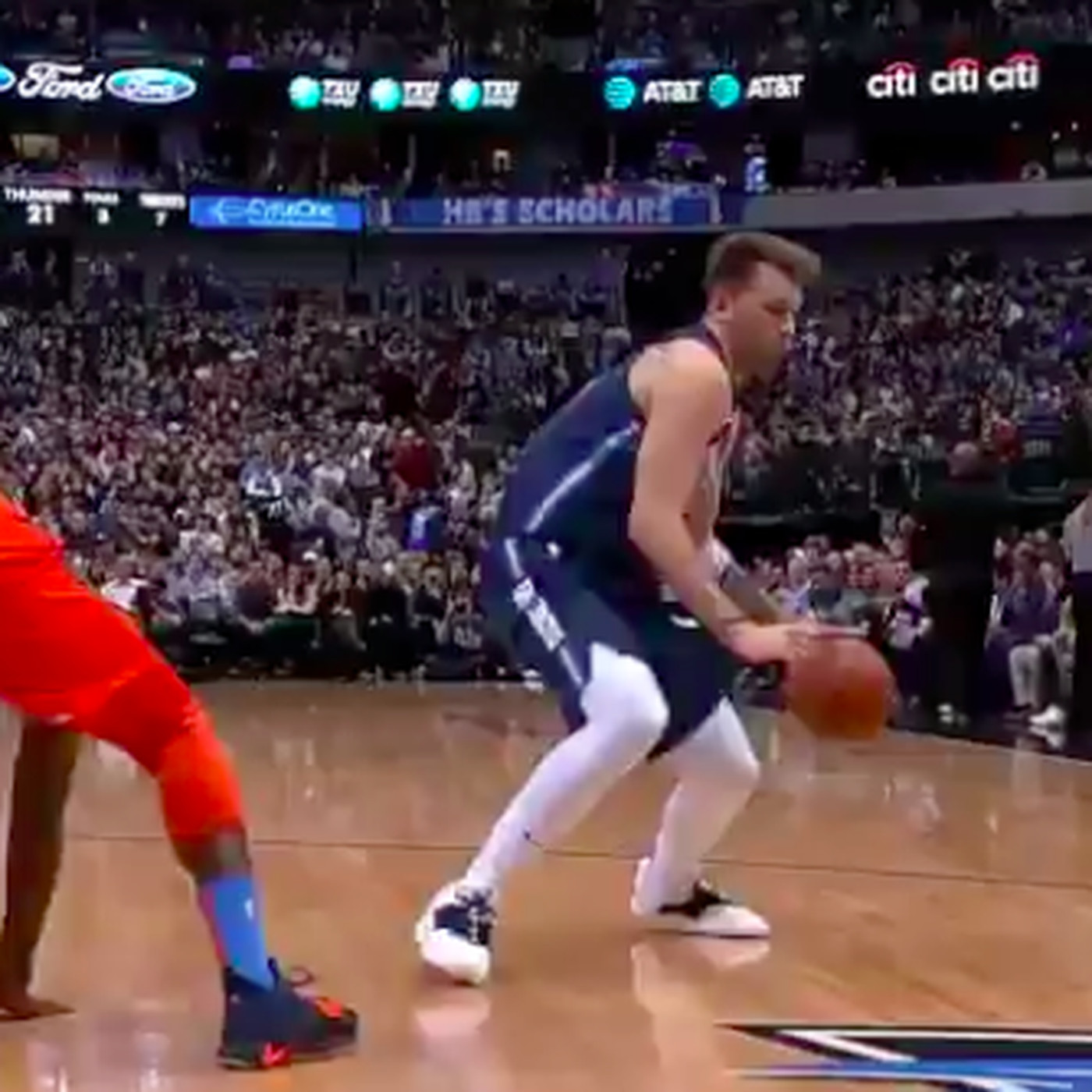 Mavericks Vs Thunder Luka Doncic S Teammates Were Way Too Chill After This Amazing Move Sbnation Com