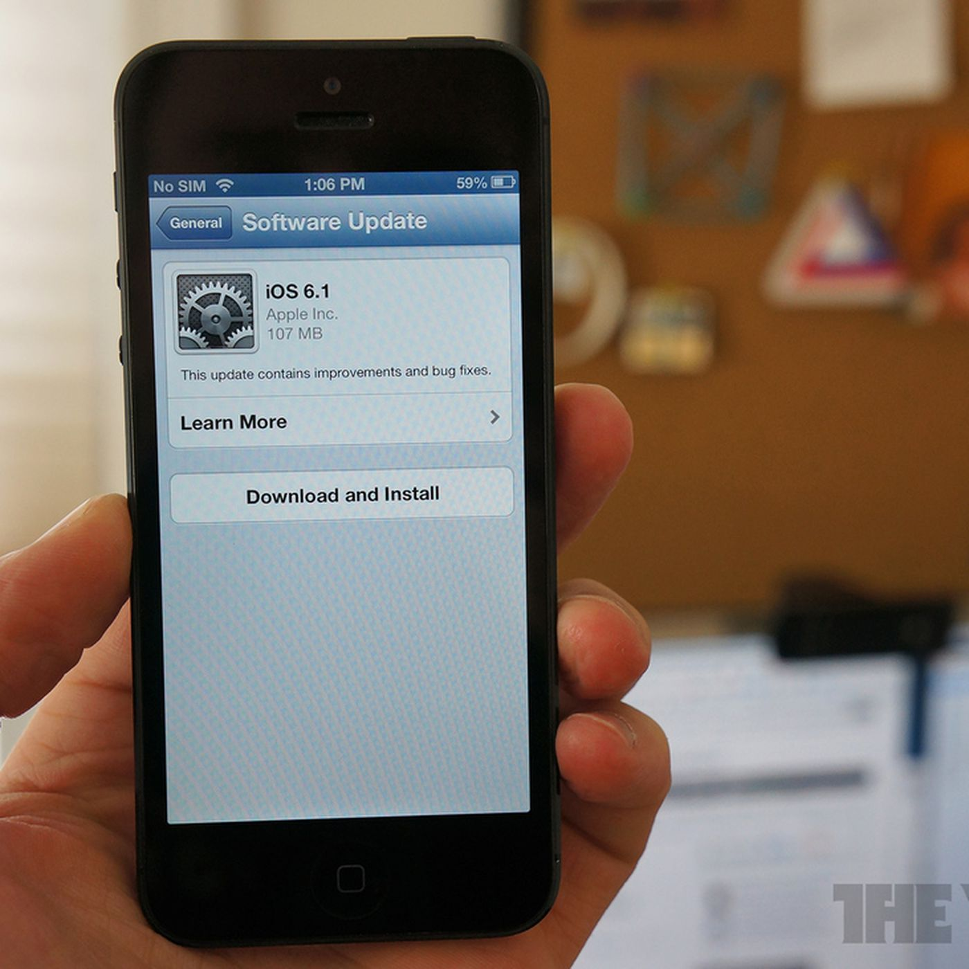 Vodafone tells iPhone 4S customers to hold off on iOS 6 1