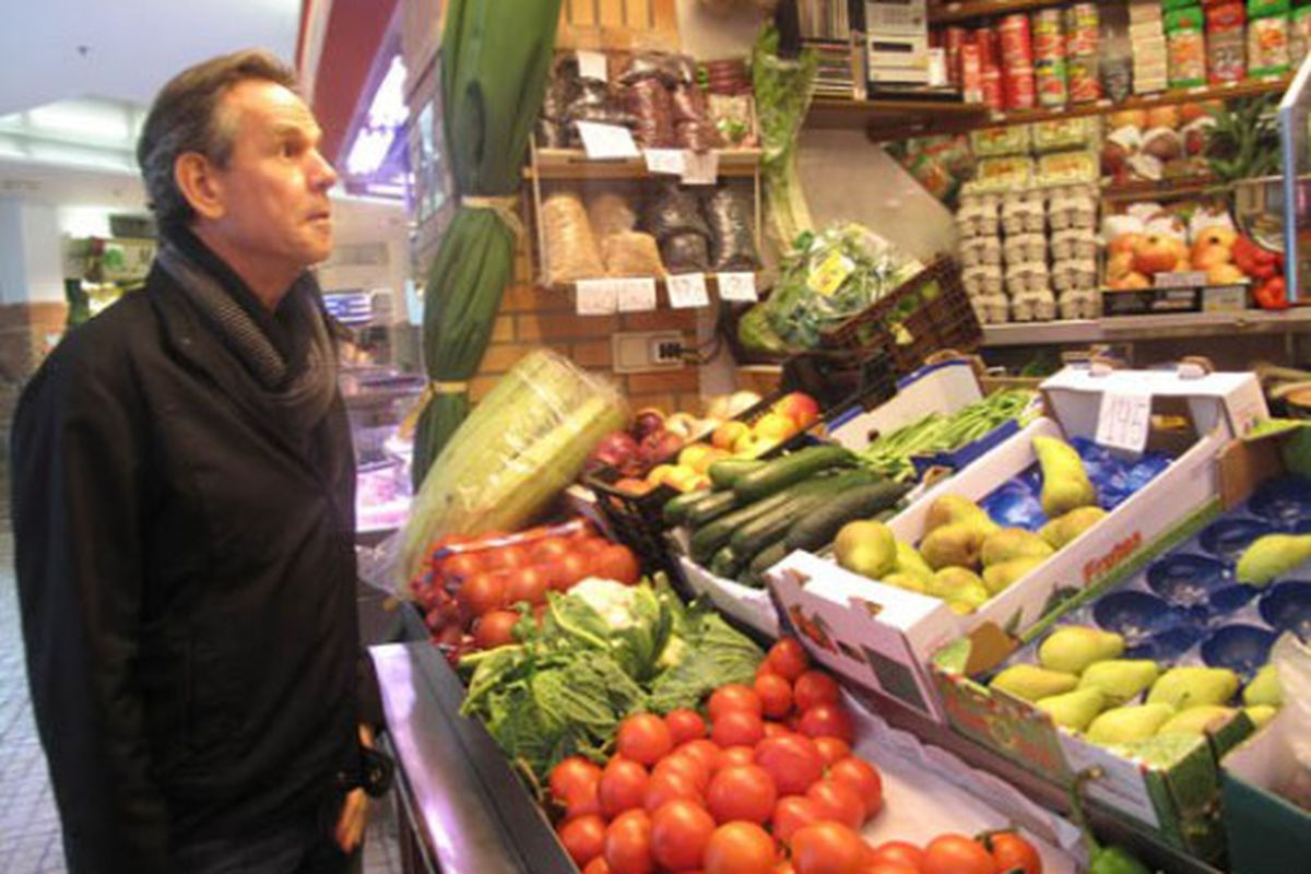 Thomas Keller admiring some juicy tomatoes.