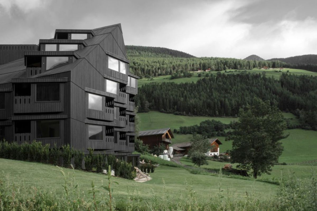 Charred timber hiking hotel blends into the italian alps for Top design hotels italy