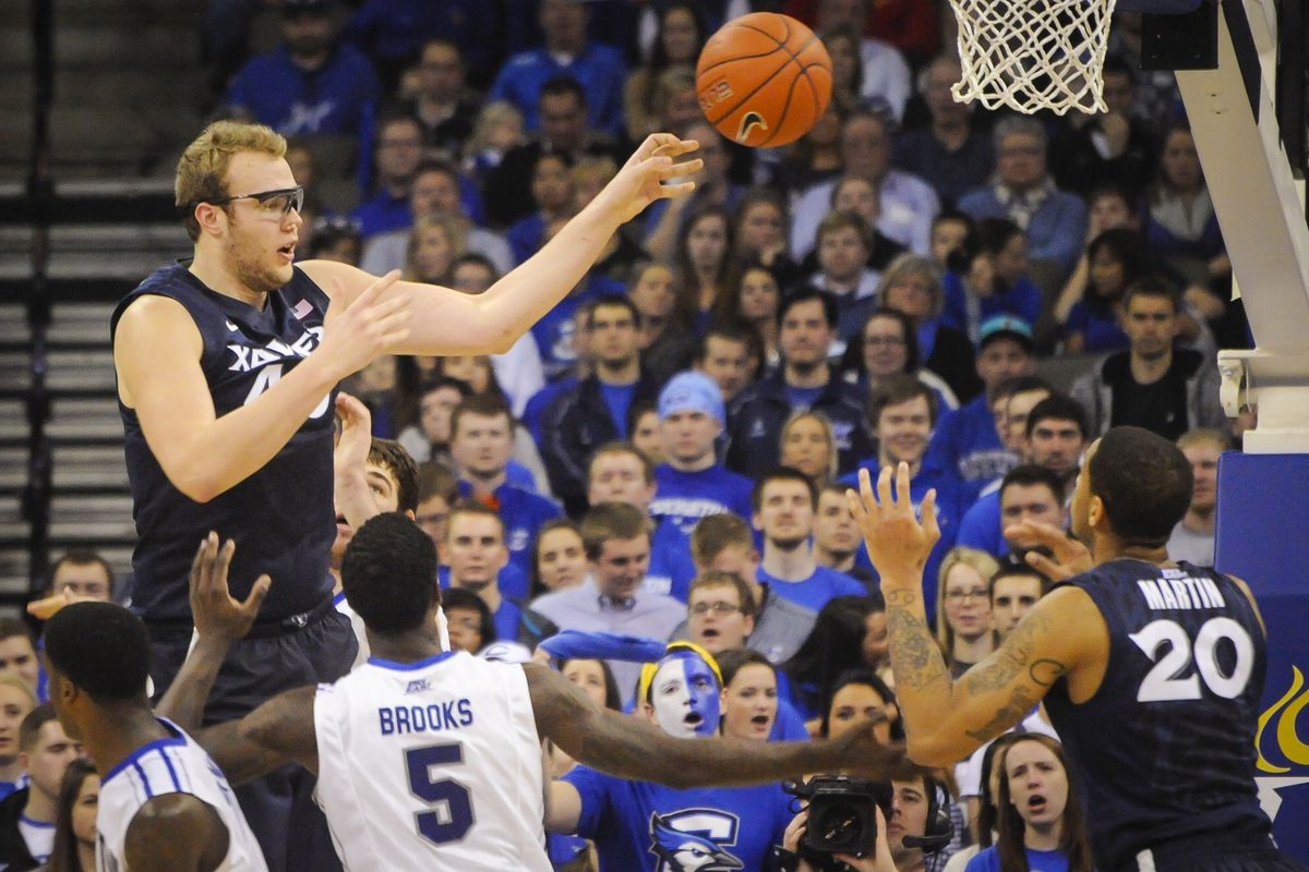 Xavier's Matt Stainbrook isn't THAT much taller than everyone else, is he?