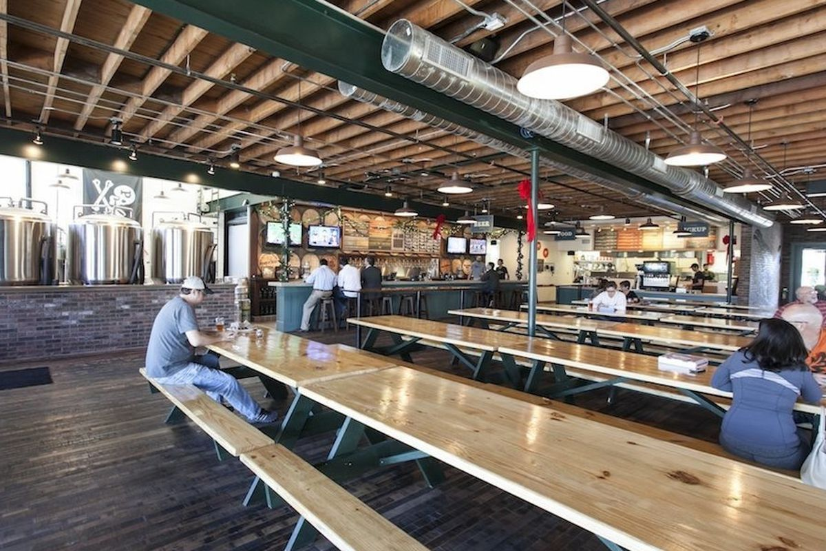 """<a href=""""http://austin.eater.com/archives/2012/12/10/growlers-pizza-pints-look-inside-pinthouse-pizza.php"""">Pinthouse Pizza, Austin, TX</a>"""