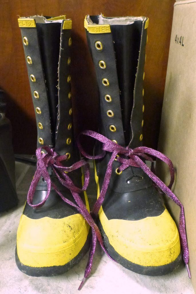 Boots with glittery laces